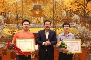 Hà Nội khen thưởng đột xuất 3 người dân tham gia bắt cướp