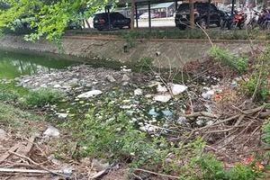 Kênh trong khu đô thị Linh Đàm ô nhiễm nặng vì rác thải