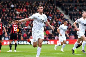 Bournemouth - Burnley 1-3. Ngược dòng ở Vitality