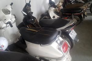 Nhiều xe máy ở chung cư cao cấp tại Hà Nội bị rạch nát yên