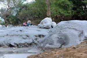 Sa vào hố bùn thải mỏ quặng, 1 phụ nữ tử vong