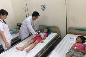 65 học sinh ở TP.HCM nhập viện khẩn sau bữa ăn trưa