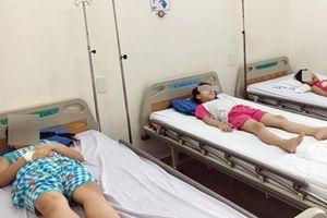 Số học sinh trường tiểu học Nguyễn Thị Định nhập viện nghi do ngộ độc thực phẩm tăng lên 61 em