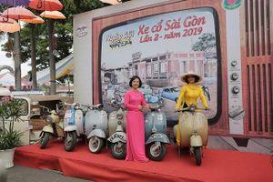 Xe cổ hội tụ tại Đầm Sen, TPHCM
