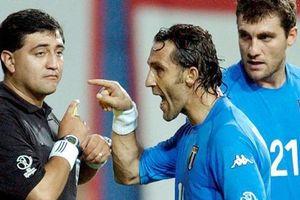 Nhìn lại vụ bê bối trọng tài khiến Italy uất hận ở World Cup 2002