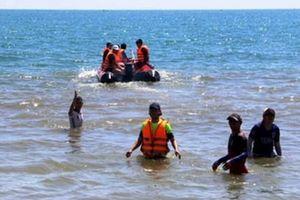 Cứu nữ sinh bị đuối nước, 9X bị sóng cuốn mất tích