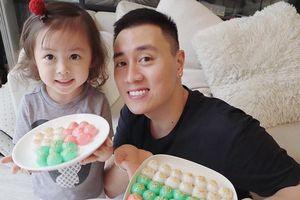 Kiên Hoàng khoe ảnh bánh trôi ngũ sắc bên con gái ngày Tết Hàn thực