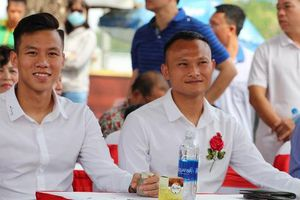 Quế Ngọc Hải, Trọng Hoàng bất lực trong trận đấu '7 chấp 15' với học viên nhí trường SFA