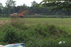 Quảng Ninh: Kỷ luật cảnh cáo 2 cán bộ chỉ đạo chôn lợn chết tại sân bóng xã