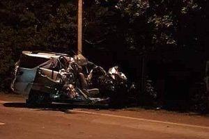 Hai xe ô tô đối đầu, bốn người thương vong