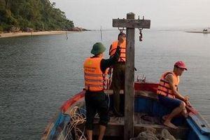 Khẩn trương tìm kiếm nạn nhân bị sóng biển cuốn trôi