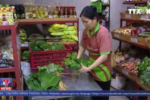 Nhiều cửa hàng thực phẩm nói không với túi nilon