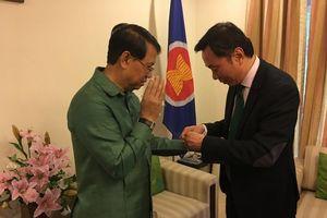 Cán bộ ngoại giao Việt, Lào 'buộc chỉ cổ tay' trên đất Ấn