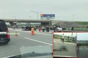 Lái xe máy chở vợ con va chạm xe tải, 3 người thiệt mạng