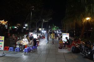 Viết tiếp việc quản lý biểu diễn ca Huế trên sông Hương: 'Trăm dâu' dồn cho ngành văn hóa