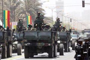 'Hoành tránh' duyệt binh của quân đội chỉ có… hai sư đoàn