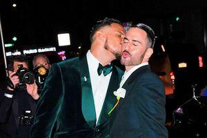 NTK Marc Jacobs đi trăng mật ngọt ngào cùng chồng sau đám cưới đồng tính
