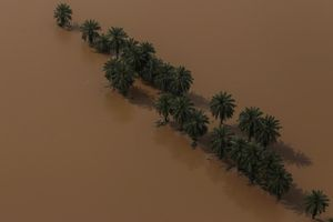 Bất chấp lũ lụt, Iran không được hỗ trợ tài chính vì lệnh cấm vận của Mỹ