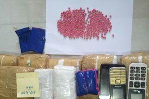 Bắt giữ 2 đối tượng nước ngoại 'ôm' 40.000 viên ma túy tổng hợp về Việt Nam