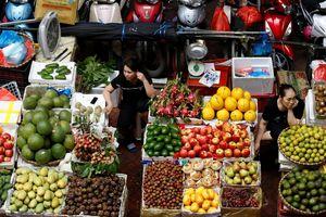 Các tiểu thương chợ truyền thống đã dùng mạng xã hội để 'đấu' với siêu thị và chuỗi cửa hàng tiện lợi như thế nào?
