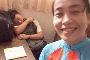 Cô giáo 'bắt quả tang' học sinh ngủ gật trong lớp khiến tất cả phải bái phục