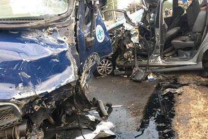 Đồng Nai: Xe tải đối đầu với ô tô, 4 người bị thương nặng