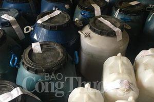 Phát hiện hơn 3.000 lít dầu gội và dung dịch tẩy rửa không rõ nguồn gốc