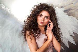 Vẻ đẹp huyền bí, mê hoặc của tân Hoa hậu Quốc tế Kazakhstan 2019