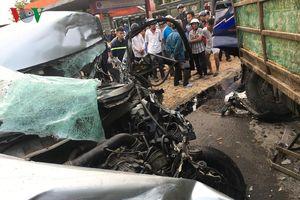 Hai ô tô đối đầu trên Quốc lộ, 4 người bị thương nặng