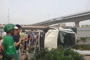 Nữ tài xế điều khiển xe Mercedes tông hàng loạt xe máy ở Cầu Giấy