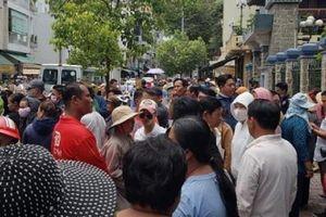 Hàng nghìn người đội nắng đón di hài nghệ sĩ Anh Vũ