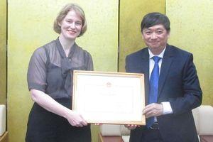 UBND TP Đà Nẵng tặng bằng khen cho Đại sứ New Zealand