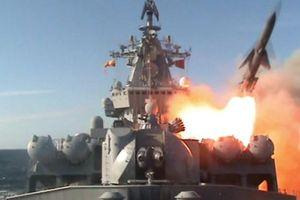 Xem tàu chiến Nga nã tên lửa hành trình vào Idlib của Syria