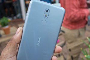 Chi tiết smartphone giá rẻ, pin 'trâu' của Nokia