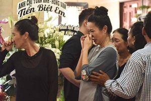 Nghệ sỹ TP.HCM nức nở trước linh cữu nghệ sỹ Anh Vũ