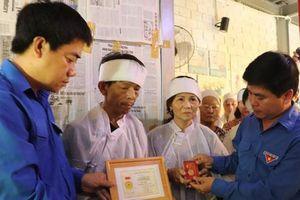 Truy tặng huy hiệu 'Tuổi trẻ dũng cảm' cho thanh niên tử nạn khi cứu nạn 2 nữ sinh