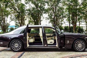 Rolls-Royce Phantom sở hữu tùy chọn đặc biệt mà cặp đôi nào cũng muốn