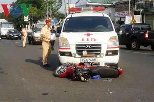 Xe cứu thương vượt đèn đỏ gây tai nạn khiến 1 người chết
