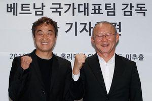 HLV Park và trợ lý Lee được phong Giáo sư danh dự