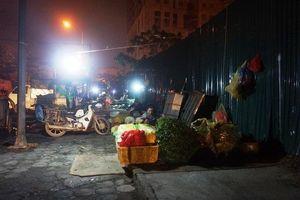 Chợ 'cóc' trên phố Trần Quốc Vượng: Thiếu những giải pháp dài hơi