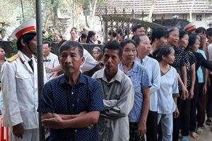 Người dân Hà Tĩnh lập bàn thờ tướng Đồng Sỹ Nguyên ở chiến trường xưa