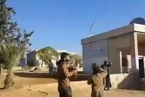 Dân Syria ghi hình Kalibr bay sát nóc nhà đánh phiến quân