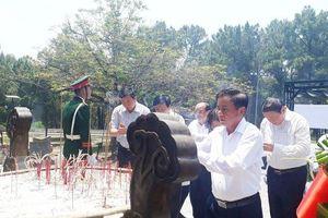 Tổ chức viếng Trung tướng Đồng Sỹ Nguyên tại Nghĩa trang Liệt sĩ quốc gia Trường Sơn