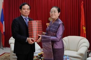 Lãnh đạo TPHCM thăm, chúc Tết cổ truyền Lào