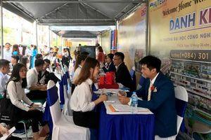 Hơn 500 đầu việc cho sinh viên tại ngày hội việc làm khối Kinh tế của HUTECH