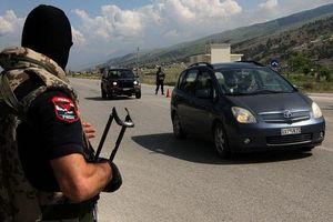 Mang vũ khí vào cướp máy bay chở tiền ở Albania