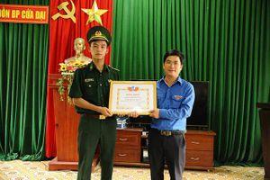 Bằng khen Thanh niên sống đẹp cho Trung úy Biên phòng cứu 2 học sinh đuối nước