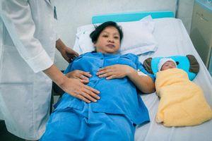 Ra huyết, đau đầu, thai phụ phải mổ cấp cứu lấy thai sớm