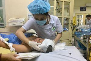 Bị cột đỡ sào cắm trúng đầu khi thể dục, nam sinh phải cấp cứu