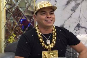 Vì sao Phúc 'XO' thường xuyên đeo hàng chục ký vàng?